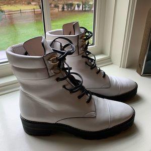 Stuart Weizmann white leather boots! Mint! Size 9